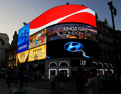 4347 (Fabrizio D'Onofrio) Tags: london piccadilly circus cocacola hunday potter harry harrypotter gap