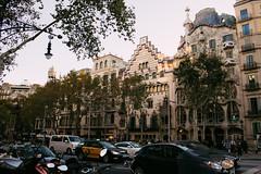 Paseig Garcia (Emanuel Castelo) Tags: barcelona bcn catalunya architecture gaudi sagrada familia guel batllo casa house arc triumph park street people sky details travel sea