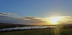 A Good View Ruined By The Sun 1 (Bricheno) Tags: lochwinnoch bricheno courtshaw castlesemple castlesempleloch loch barrloch kilbirnieloch scotland escocia schottland cosse scozia esccia szkocja scoia