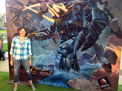 Artist with her 3d Chalk Art - 'Pacific Rim' (Tracy Lee Stum) Tags: jaeger e3 pacificrim snapdragon electronicentertainmentexpo tracyleestum chalkdrawings 3dstreetart 3dmovies 3dstreetpainting 3dchalkdrawings 3dchalkart 3dillusions 3dchalkartist
