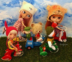 Happiness is Heading out for some weekend fun!!! (Kewty-pie) Tags: bear baby bunny cars hat person momo doll dress 21 helmet kitty happiness sissy blythe custom dragonball kiddie tiina gugu kewpie oolong tricycles tarako louella secretdoll superbonbon guism toysunday knittingdreams nixipixie petitchatgris sandraaefigenio pumkinbelle