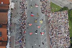 Pageant (Aerial Photography) Tags: people festival by la aerial menschen visitor deu luftbild landshut luftaufnahme zuschauer bayernbavaria deutschlandgermany landshuterhochzeit ndb dreifaltigkeitsplatz fotoklausleidorfwwwleidorfde 14072013 5d352555 hochzeitsumzug