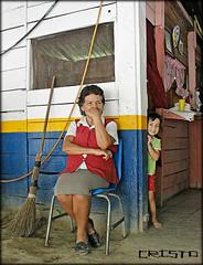 Mujer riberea (Cristoo) Tags: girl familia mxico ro canon mexico mujer flickr foto child nia abuela mexique cristo enfant infante sierragorda messico fotografa seora quertaro nieta riberea aldeana ayutla lasadjuntas cristoo roayutla