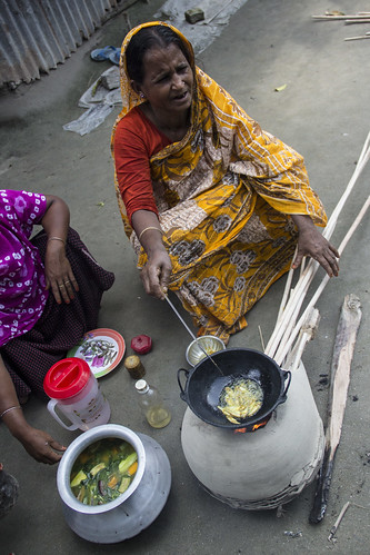 Frying Mola in Rangpur, Bangladesh. Photo my Holly Holmes, 2013