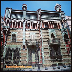 Conocéis Casa Vicens? Se encuentra en... (bcncityhotels) Tags: barcelona gaud igbarcelona uploaded:by=flickstagram enjoybcn instagram:photo=571475697281235823480313549 igrambarcelona