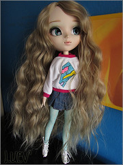 IMG_2427 (mertiuza) Tags: brown white canon hair is soft power shot alice wm powershot curly blond wig blonde classical 121 pullip 27 wavy dollmore leeke obitsu w121 rewig sx500 sx500is wm121