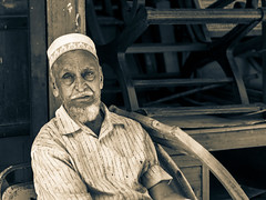 Old Man Resting (B&W) (Dell's Pics) Tags: old portrait blackandwhite bw india man market olympus mumbai thieves chor bazar em5