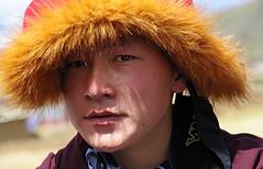 Young Monk, Tibet 2013 (reurinkjan) Tags: 2013 བོད་ལྗོངས། ©janreurink tibetanplateauབོད་མཐོ་སྒང་bötogang tibetབོད buddhistསངས་རྒྱས་ཆོས་ལུགས་པ monkགྲྭ་བ།grwaba buddhismསངས་རྒྱས་ཆོས་ལུགས།sangsrgyaschoslugs khamཁམས།easterntibet ༢༠༡༣ khamཁམས་བོད khamsbodkhamwö dergeསྡེ་དགེ།county manigangomanigegoམ་ཎི་གད་མགོ hatoffoxskinཝ་སྐོརwakor