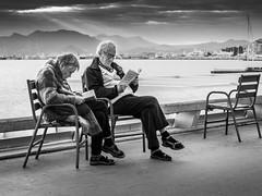 Lecture (totofffff) Tags: cannes croisette france french riviera street alpes maritimes méditerranée noir blanc black white festival film olympus om d e m1 expo droite