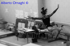 """""""Chi ha provato il volo camminerà guardando il cielo, perché là è stato e là vuole tornare.""""                                      Leonardo da Vinci. (Alberto04) Tags: ginnastica ginnasticaartistica italy italia campionatiitaliani palestra centrosportivo flickr foto biancoenero bn blackandwhite volo volare dinamismo sport fotografiasportiva luce ambiente ginnasta artista artistica sfocatura spot selezione selettiva canoneos700d"""