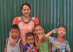 mother, son, friends (the foreign photographer - ) Tags: mother son friends green metal fence khlong lard phrao portraits bangkhen bangkok thailand nikon d3200