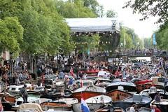Prinsengrachtconcert in Amsterdam - Karel is er ook weer bij (Bobtom Foto) Tags: boot prinsengracht concert amsterdam music podium