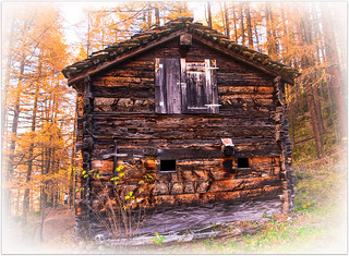 le vieux mazot qui en a vu d'autres.....The old chalet (mazot) that have seen so many years.....