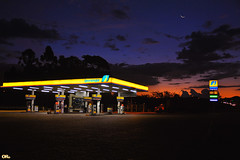 Gas station with sunset and moonrise (Otacílio Rodrigues) Tags: noite night sunset pôrdosol lua moon céu sky nuvens clouds posto gasstation estrada highway viadutra luzes lights placas signals jacareí sãopaulo brasil oro topf25