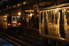 IMG_5798.JPG (thestingymuffinman) Tags: howardctastop cta howard nb northbound platform yellowline crowdedplatform crowded cubscrowd