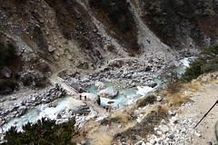 Blick zurck zum Fluss (Alfesto) Tags: nepal trekking wanderung himalaya namche khumbuarea sagarmathanationalpark tengboche phortse phorche