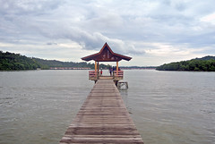 Bandar Seri Begawan, Brunei (gwyom) Tags: brunei bruneimuaradistrict bandarseribegawan jalanresidency southeastasia ocean
