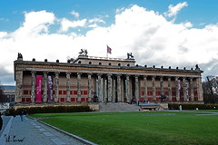 Altes Museum, Berlino (Fabio Cevrero) Tags: museum berlin berlino clouds park bodestrasse germany city nuvole nikon d3200
