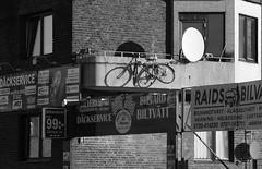 Safer Parking? (brandsvig) Tags: norragrngesbergsgatan bw malm skne ngbg november 2016 bike cykel bicycle parking parkering balcony balkong sweden sverige lumix lx7