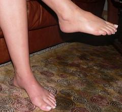 sele071 (J.Saenz) Tags: feet foot pies fetichismo podolatras pieds mujer woman dedo toe pedicure nail ua polish esmalte pintada toenail barefoot descalza