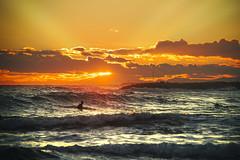 ATARDECER (próximamente... ventadefotografias.com) Tags: atardecer tonos rayos sol agua luz water sunset mar clouds nubes light cielo sky sea juanaguado ventadefotografias surf
