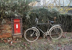 Sewell (Lost-Albion) Tags: postoffice royalmail wallbox lu616 sewell dunstable dawes bedfordshire