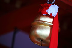 A bell of shrine (Teruhide Tomori) Tags: 伏見稲荷大社 京都 日本 鈴 伝統文化 tradition kyoto japon japan fushimiinaritaishashrine bell