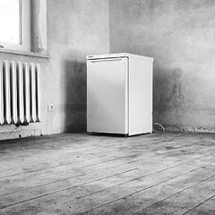 Kühlschrank (ThomasKohler) Tags: square fridge flat leer room zimmer squareformat cooler refrigerator inkwell wohnung kühlschrank icebox frigorific iphoneography instagramapp uploaded:by=instagram foursquare:venue=51c724dee4b03190b240c16c junggesellenwohnung