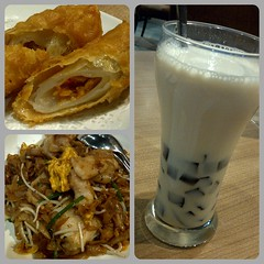 Our Lunch Today at The Duck King Restaurant (The Elephant's Tales Photography) Tags: indonesia yummy chinesefood seafood soymilk surabaya foodphotography kwetiau theduckkingrestaurant changfengoreng sarikedele