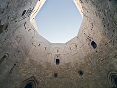 Castel del Monte # 5 (schreibtnix on'n off) Tags: italien blue sky italy travelling reisen afternoon himmel clear blau casteldelmonte klar nachmittag apulien olympuse5 schreibtnix stradaprovincialedicasteldelmonte