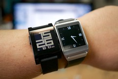 Samsung Galaxy Gear vs Pebble smartwatch