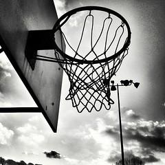 #net#basket#basketball#backboard #blancoynegro #bw_lover #bwsquare #baw #bandw #noir #nb #noirlovers #schwarzweiss #rusty #roanoke #artphoto_bw #park (Yelbad) Tags: park net playground basketball sport backboard square goal lofi squareformat bball rim iphoneography instagramapp