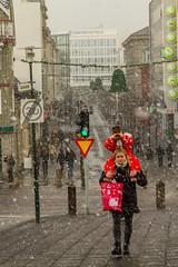 Veturinn minnir  sig (icecold46) Tags: red snow green iceland reykjavik christmasdecoration snjr rautt grnt bankastrti jlagtuskraut