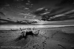 b&w Follonica Sunset (Massimo Pelagagge) Tags: sea clouds sand barca tramonto mare explorer explore cielo sole autunno orme sabbia nubi follonica
