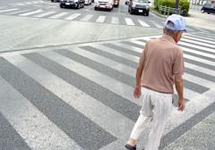 胡屋 横断歩道を渡るひと Okinawa-si, Okinawa (ymtrx79g ( Activity stop)) Tags: street color slr film japan analog nikon kodak 35mmfilm okinawa 135 沖縄 kodakgold100 街 写真 銀塩 フィルム nikonnewfm2 うるま市 nikonainikkor35mmf2 歩行走行 walkandrun 201310blog urumasi