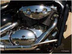 Mi reflejo en el motor. My reflection in the motor (Esetoscano) Tags: reflections motor reflejos
