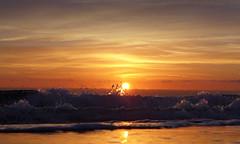 Splash! (Fotomondeo) Tags: sea espaa sun sol beach valencia sunrise mar spain waves playa alicante amanecer olas lx7 playadesanjuan lumixlx7 panasoniclumixlx7