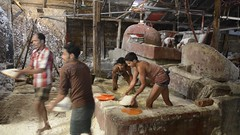 BD-166V Men Washing Salt, Chittagong (FO Travel) Tags: asia asien basket salt warehouse wash asie sel eastern osten bangladesh bangla est panier bangladeshi laver entrept