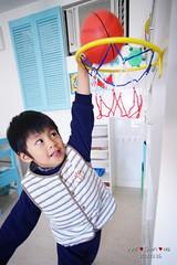 Slam dunk (Shun Daddy) Tags: life family portrait hongkong prime kid child pentax sony snapshot wide 20mm fullframe alpha   ff f4 a7     2013  mirrorless