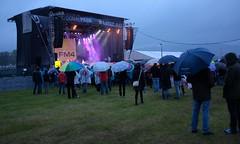 Linzfest 2014 (austrianpsycho) Tags: people linz leute stage menschen umbrellas openair regnerisch regenschirme 2014 bühne donaupark verregnet schlechtwetter linzfest bühne donaulände bühneimdonaupark 17052014 linzfest2014