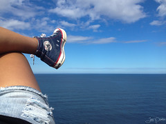 Pies (Jani Wayra Fotografias) Tags: trip travel viaje españa feet walking pie foot spain asturias move tourist sneakers traveller backpack pies caminar lookingdown sidra backpacker gijon viajar pisar iphone mochilero viajante selffeet ihavethisthingwithfloors