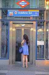 DSC_5630 copia (Cazador de imgenes) Tags: madrid street summer espaa woman sol girl female donna mujer spain puerta nikon chica candid centro streetphotography verano streetphoto espagne spanien spagna spanje ragazza spania 2014  spange d7000