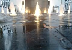 Wasserspiel und Buddha (franxpost) Tags: reflektionen wasser fontne buddha springbrunnen blatt