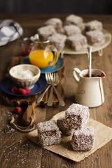 IMG_9170_exp (Helena / Rico sin Azcar) Tags: lamington vanilla vainilla mermelada chocolate jam coconut coco australia bizcocho