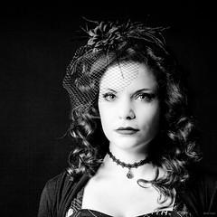 Laetitia (Alexis Cayot) Tags: canon vert alexis cayot 5d markii eos 70 200 f4 l is portrait studio strobist yongnuo fashion model modele red noir black personnes