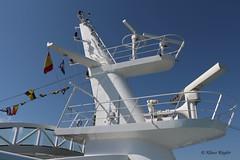 Schiff (Klaus R. aus O.) Tags: schiff radar fahne flagge weis gelnder eisen stahl kreuzfahrt urlaub erholung wasserfahrzeug archimedischen prinzip passagierschifffahrt seeschifffahrt