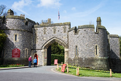 Arundel - Castle Entrance Mill Road (Le Monde1) Tags: arundel howard dukeofnorfolk lemonde1 nikon d610 town castle cathedral romancatholic market westsussex england county uk southdowns riverarun frenchgothic architect josephaloysiushansom millroad