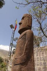 Pscoa (erudnitzki) Tags: esttua statue pedra quito ecuador equador pascoa chile