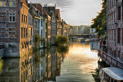 Gante (miguelangelortega) Tags: gante ghent gant bélgica belgium flandes ciudad paisajeurbano cityscape río agua reflejo river water reflection casas houses buildings atardecer sunset horadorada goldenhour viaje vacaciones holidays otoño autumn nikon d7100 35mm
