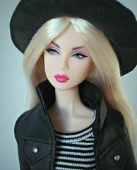 Lilith (Deejay Bafaroy) Tags: fashion royalty fr doll puppe integrity toys great pretender lilith nu face barbie blonde blond portrait porträt hat hut stripes streifen striped gestreift black schwarz white weiss pink